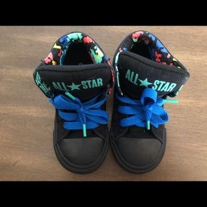Converse high top toddler shoes 9 👶